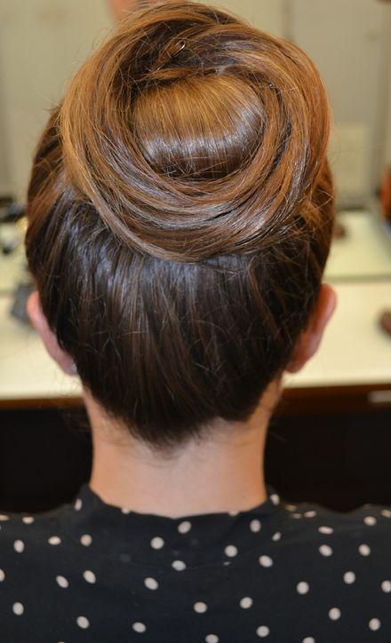 bridesmaid-hairstyle-idea-2-h724